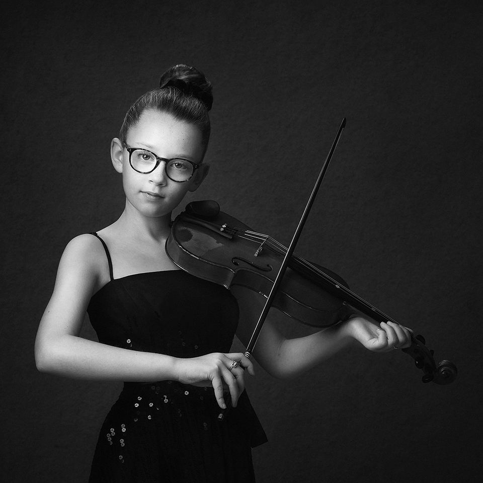 girl playing a violin by childrens photographer Dumfries