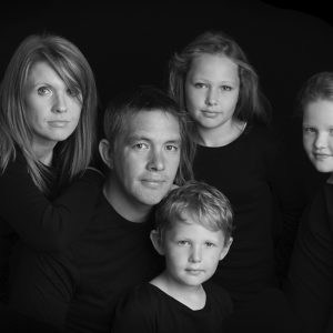 classic styled portrait of family 5 by photographer Dumfries