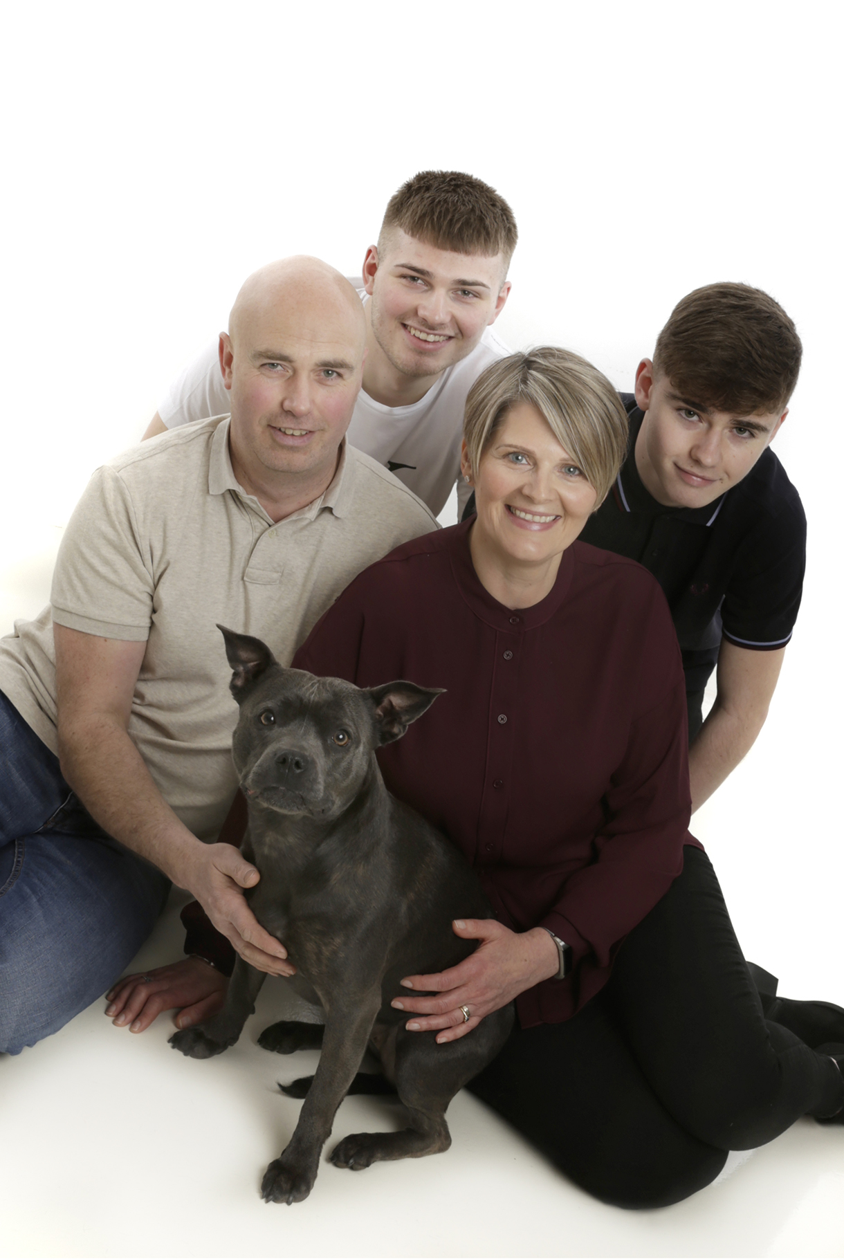 family of 4 and dog by pet photographer Dumfries